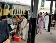 راولپنڈی: مختلف شہروں مں ی عید منا کر پردیسیوں کی واپسی، صدر سٹیشن پر ..