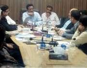 کراچی: ایم ڈی واٹر بورڈ خالد محمود شیخ پی ٹی آئی کے اراکین سندھ اسمبلی ..