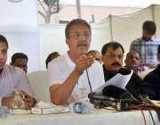 کراچی: میئر کراچی وسیم اختر پریس کانفرنس سے خطاب کر رہے ہیں۔