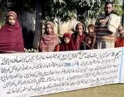 پشاور: متھرا تحصیل شبقدر کی رہائشی بچیاں اپنی ماں کے قتل کیخلاف پریس ..