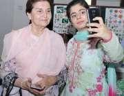 لاہور: نظریہ پاکستان ٹرسٹ میں جسٹس(ر) بیگم ناصرہ جاوید اقبال کے ہمراہ ..