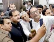 لاہور: وزیراعلیٰ پنجاب سردار عثمان بزدار کے ڈیفنس میں ایکسائز اینڈ ..
