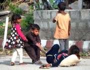 اسلام آباد: بچے کھیل کود میں مصروف ہیں۔