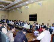 اٹک: ڈپٹی کمشنر اٹک رانا اکبر حیات اپنے تبادلے کے موقع پر ڈی سی آفس کے ..