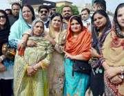 اسلام آباد: ندا خان ، حرا خان و دیگر لیگی کارکن احتساب عدالت کے باہر ..