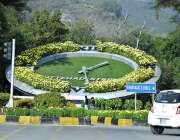 اسلام آباد: سڑک کنارے گھڑی کا دلکش منظر۔