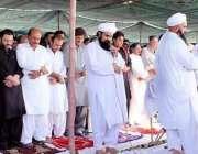 لاڑکانہ: محمد ایاز سومرو کی نماز جنازہ لاڑکانہ میں ادا کی جار ہی ہے۔