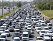 اسلام آباد: ایکسپریس وے پر شدید ٹریفک جام کا منظر۔