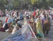 لاہور: لیڈی ہیلتھ ورکرز نے اپنے مطالبات کے حق میں دھرنا دے کر مال روڈ ..