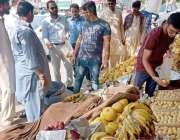 لاہور: چیئرمین پرائس کنٹرول کمیٹی میاں عثمان علامہ اقبال ٹاؤن کریم ..