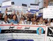 پشاور: خیبر پخونخوا آؤٹ ڈور ایڈورٹائزر ایسوسی ایشن کے زیر اہتمام مظاہرین ..