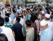 راولپنڈی: مسلم لیگی کارکن عدالتی فیصلے کے خلاف مری روڈ پر احتجاج کر ..