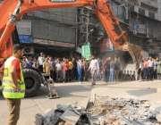 لاہور:شاہ عالم مارکیٹ میں تجاوزات کیخلاف آپریشن کیا جار ہاہے۔