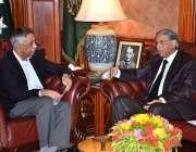 کراچی: گورنر سندھ محمد زبیر اور وائس چانسلر شہید ذوالفقار علی بھٹی ..