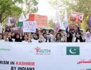 لاہور: یوتھ فورم فار کشمیر کے زیر اہتمام یکجہتی کشمیر ریلی کے شرکاء ..
