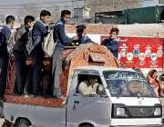 راولپنڈی: ٹریفک پولیس کی نااہلی اڈیالہ رو پر پبلک ٹرانسپورٹ میں سکو ..