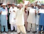 حیدر آباد: ٹھٹھہ کے رہائشی ریوینیو کے ہیڈ کلرک کے خلاف احتجاجی مظاہرہ ..