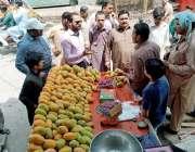 لاہور: چیئرمین پرائس کنٹرول کمیٹی میاں عثمان یتیم خانہ کی اوپن مارکیٹوں ..
