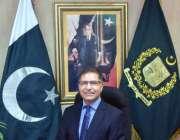 اسلام آباد: وفاقی وزیر برائے اطلاعات و نشریات سید علی ظفر اپنے دفتر ..