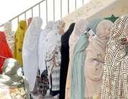 کوئٹہ: عام انتخابات 2018  سریاب روڈ کے پولنگ اسٹیشن میں خواتین ووٹرز ووٹ ..