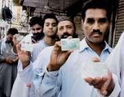 راولپنڈی: عام انتخابات 2018  کے موقع پرووٹ کاسٹ کرنے کے لیے آنیوالے ووٹرز ..