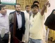 لاہور: صوبائی وزیر صحت خواجہ عمران نذیر سیکرٹری ہیلتھ علی جان خان کے ..
