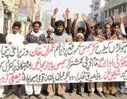 لاہور: قومی مسیحا پارٹی(حقیقی گروپ) کے کارکن اپنے مطالبات کے حق میں ..