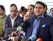 اسلام آباد: وفاقی وزیر اطلاعات و نشریات فواد حسین چودھری میڈیا سے گفتگو ..