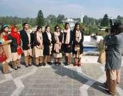 اسلام آباد: ایوان صدر عوام کے لیے کھولے جانے کے بعدکالج کی طالبات تصاویر ..