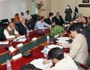 اسلام آباد: وفاقی وزیر برائے ہیلتھ سروسز سائرہ افضل تارڑ ایک اجلاس ..
