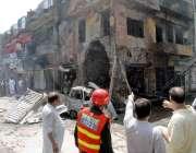 راولپنڈی: گلاس فیکٹری چوک میں سلنڈر دھماکہ کے بعد متاثرہ دکان کا منظر۔