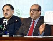 اسلام آباد: وزیر اعظم کے مشیر شہزاد اکبر پریس کانفرنس سے خطاب کررہے ..