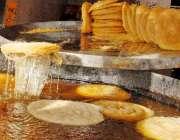 راولپنڈی: رمضان المبارک کی آمد پر بنی کے علاقہ میں کاریگر پھنیاں بنا ..