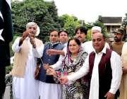 راولپنڈی: جشن آزادی کے موقع پر پیپلز پارٹی ڈویژنل کے نائب صدر گلزار ..