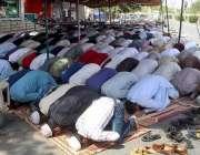 فیصل آباد: شہری ماہ رمضان کے دوسرے جمعتہ المبارک کی ادائیگی کر رہے ہیں۔