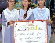 ملتان: برٹش ہوم سکول کی طالبات مدر ڈے کے موقع پر منعقدہ ریلی میں شریک ..