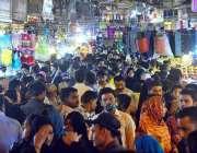 حیدر آباد: عید کی تیاریوں میں مصروف شہری ریشم بازار سے خریداری کر رہے ..