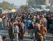 فیصل آباد: واسا ملازمین کے ساتھ وفاقی وزیر مملکت عابد شیر علی کا ناروا ..
