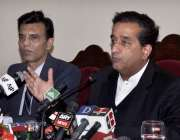 اسلام آباد: مشیر برائے موسمیاتی تبدیلی ملک امین اسلم پریس کانفرنس سے ..