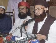 لاہور: تحریک لبیک اسلام کے چیئرمین ڈاکٹر اشرف آصف جلالی دیگر کے ہمراہ ..