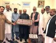 کوئٹہ: نگران صوبائی وزیر اطلاعات ملک خرم شہزاد سے انجمن گجران کے چودھری ..