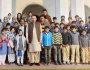 لاہور: گورنر پنجاب چوہدری محمد سرور کا ایجوکیٹرز پری سکول گجرات کے ..