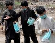 راولپنڈی: عیدالاضحی کی آمد کے موقع پر جانوروں کی فروخت کے موقع پر بچے ..
