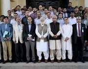لاہور: وزیر اعلیٰ پنجاب کے مشیر اور سٹیرنگ کمیٹی کے چیئرمین خواجہ احمد ..