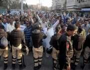 کراچی: کراچی پریس کلب کے سامنے سندھ پیرامیڈیکل اسٹاف ویلفیئر ایسوسی ..