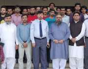 ڈیرہ غازی خان: ڈپٹی کمشنر علی اکبر بھٹی کے ساتھ افسران اور گرین والنٹیئرز ..