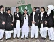 اسلام آباد: قائد اعظم ڈے کے حوالے سے منعقدہ تقریب کے موقع پر طالبات ..