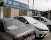 راولپنڈی: ڈھوک الہی بخش میں زچہ و بچہ ہسپتال کے گیٹ پر کھڑی گاڑیوں کے ..