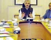 لاہور: صوبائی وزیر صنعت و تجارت میاں اسلم اقبال محکمہ صنعت کے بریفنگ ..