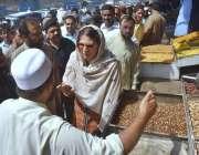 پشاور: مجسٹریٹ کنٹونمنٹ بورڈ قرةالعین وزیر باچہ خان روڈ پر تجاوزات ..